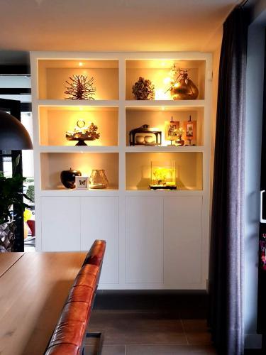 residentieel buffetkast / Dennis Janssen schilderwerken Rosmalen